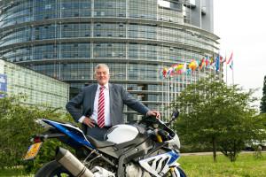 Wim van de Camp rijdt zelf ook motor en weet dat APK niet echt bijdraagt aan de verkeersveiligeheid