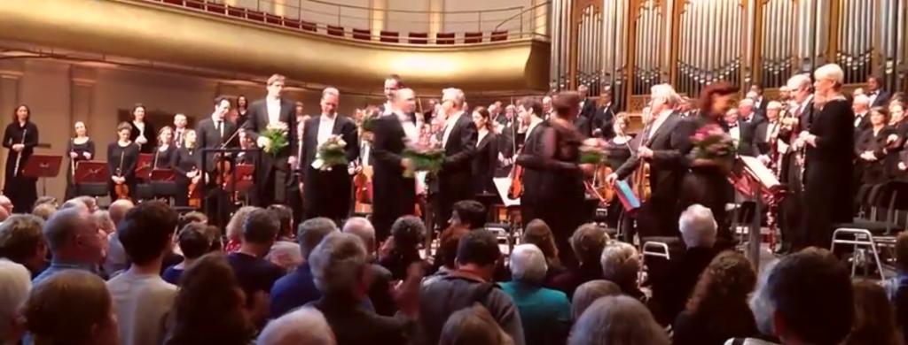 In Nederland is de mattheus passion momenteel niet meer weg te denken. In de periode voor Pasen, wordt Bach zijn   compositie op veel plaatsen opgevoerd voor uitverkochte zalen.